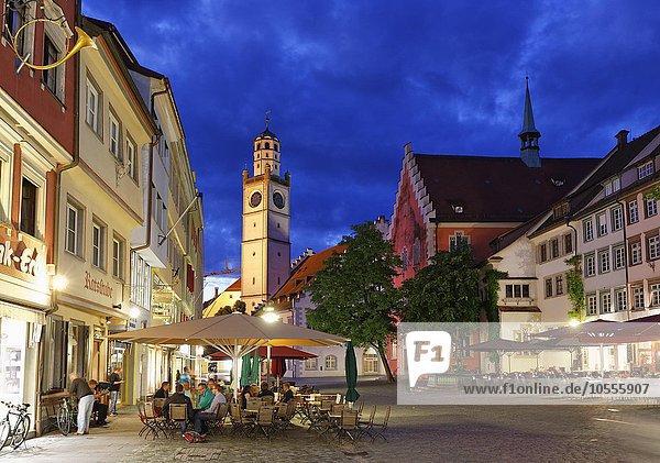 Marienplatz mit Blaserturm in Altstadt  Ravensburg  Oberschwaben  Baden-Württemberg  Deutschland  Europa