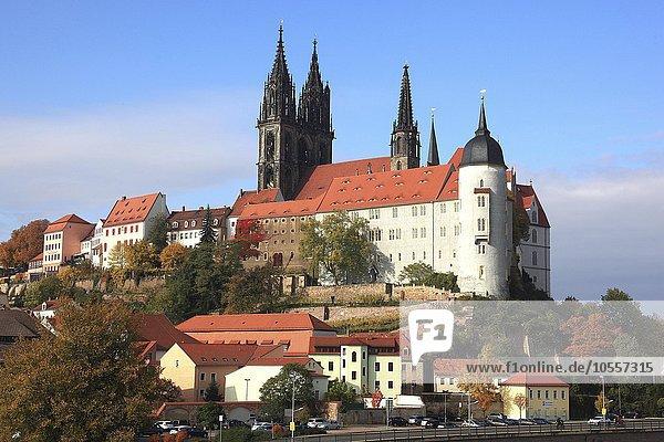 Meißen mit Burgberg  Dom und Albrechtsburg  Sachsen  Deutschland  Europa