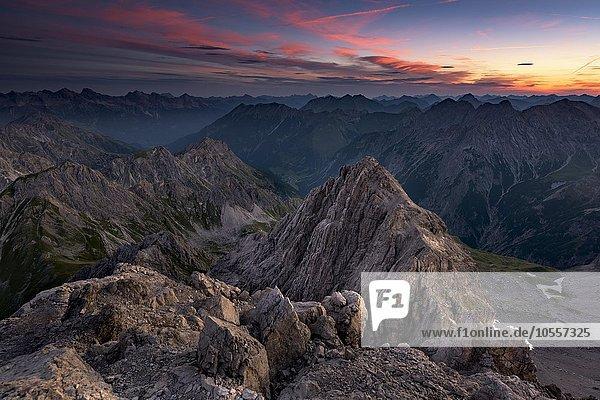 Bergpanorama der Lechtaler Alpen bei Sonnenaufgang  Gramais  Lechtal  Tirol  Österreich  Europa