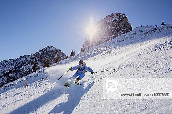 Freerider im Gelände  Muttereralmpark  hinten Spitzmandl (2206m) und Nockspitze (2403m)  Nordtirol  Österreich  Europa