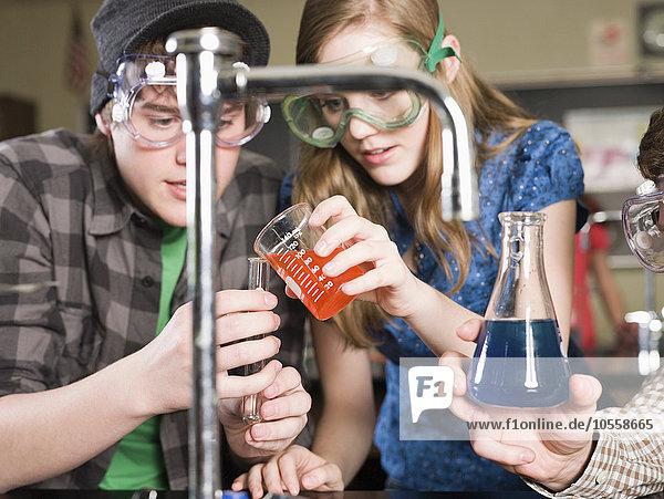 Laborant zeigen Klassenzimmer Student Experiment Wissenschaft