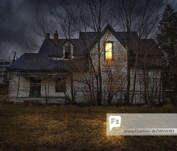 glühend Glut Fenster Beleuchtung Licht Garten Hinterhof