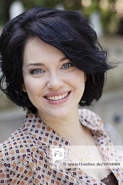 Caucasian businesswoman smiling outdoors