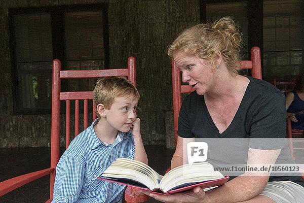 Europäer Sohn Veranda Mutter - Mensch vorlesen