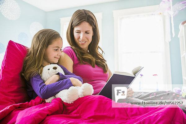 Europäer Bett Tochter Mutter - Mensch vorlesen