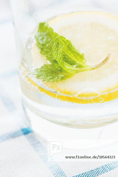 Wasser Glas Close-up Zitrusfrucht Zitrone Gewürz