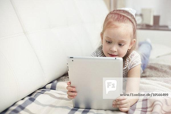 benutzen Europäer Tablet PC Mädchen benutzen,Europäer,Tablet PC,Mädchen