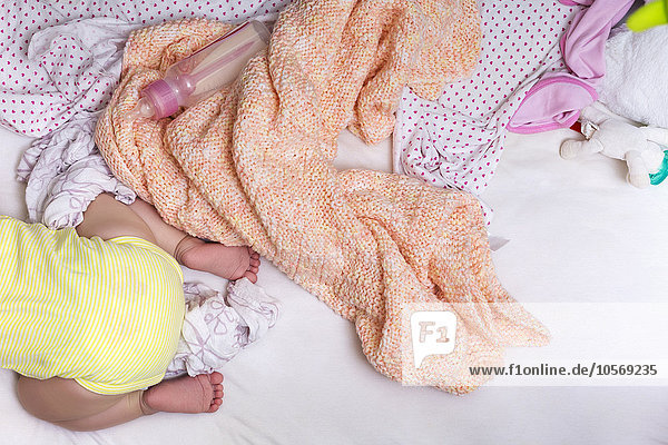 Bett mischen kriechen robben Mädchen Baby Mixed