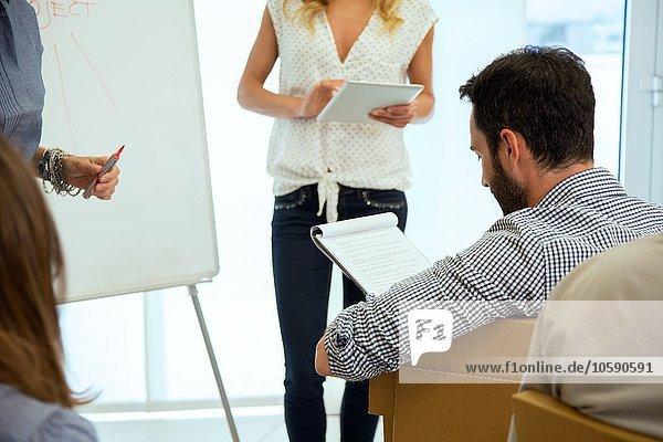Business-Team bei der Präsentation im Büro
