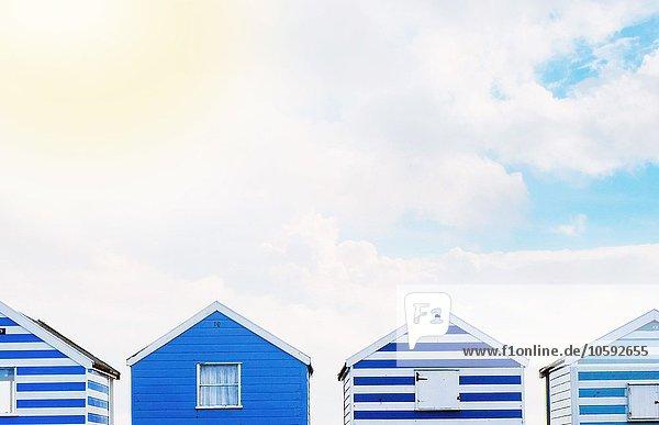 Reihe von Strandhütten