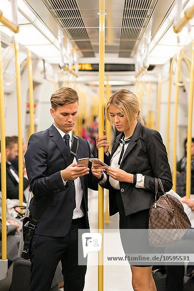 Geschäftsmann und Geschäftsfrau texten  London Underground  UK