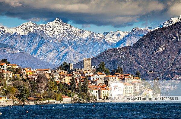 Blick auf Berge und Comer See  Italien