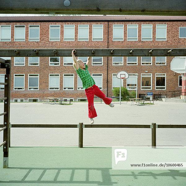 Garten Schule (Einrichtung) Mädchen klettern