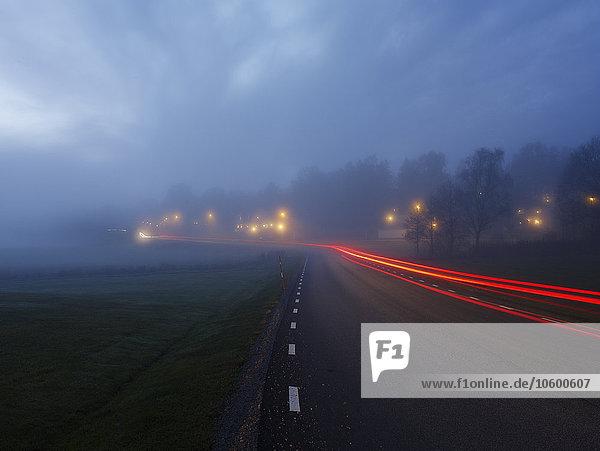 beleuchtet Straße Ansicht