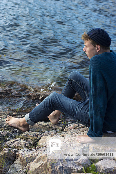 sitzend Wasser Jugendlicher sehen Junge - Person