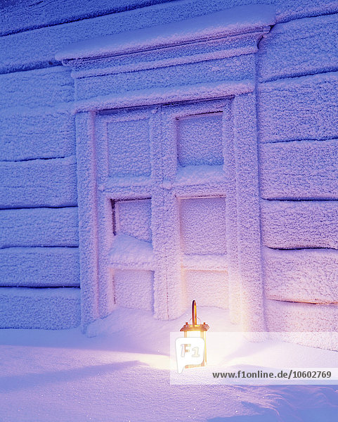 bedecken Gebäude Schnee