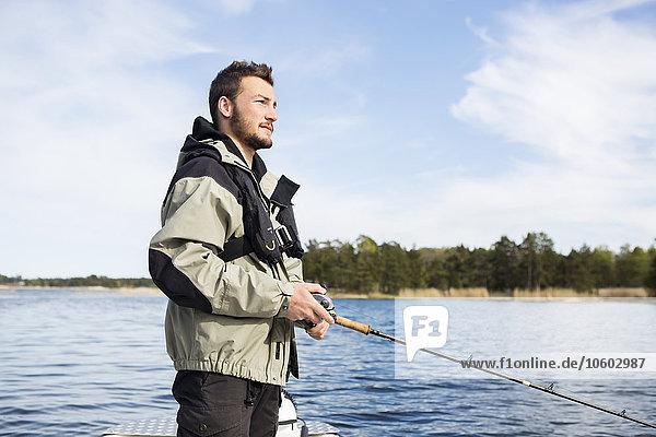Mann angeln jung