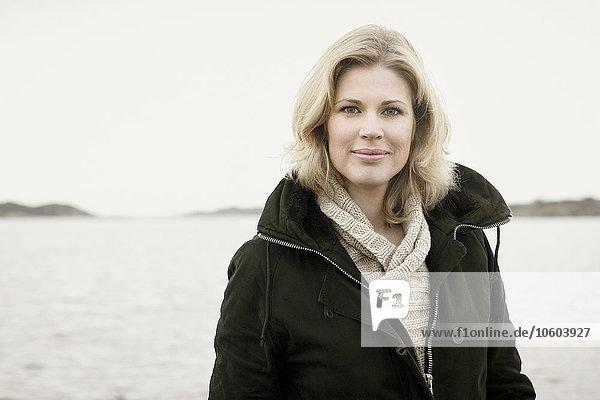 Portrait Frau lächeln Meer