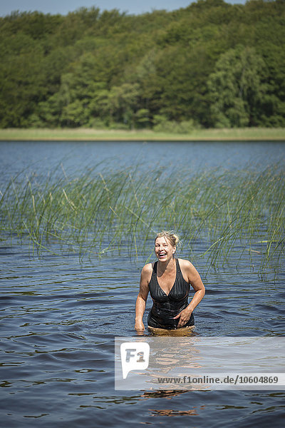 Frau lächeln See