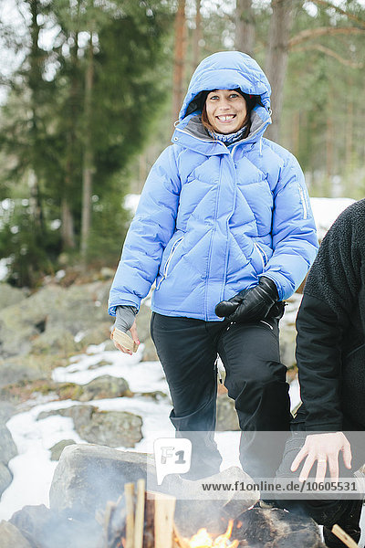 Frau sehen lächeln Blick in die Kamera