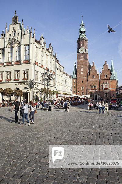 Polen  Breslau  Altstadtplatz  Glockenturm des Rathauses  historisches Stadtzentrum