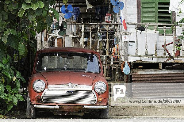 Panama  Bocas del Toro  altes rotes Auto