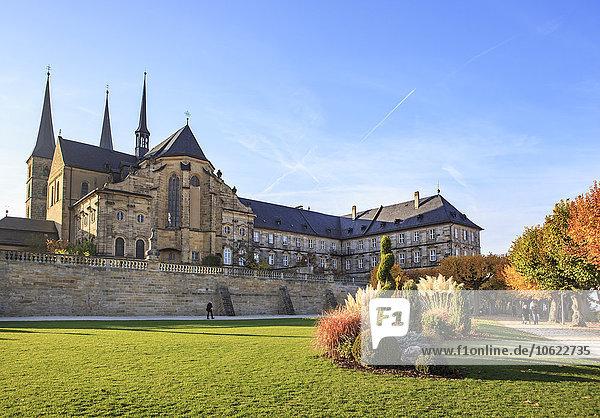 Deutschland  Bamberg  Blick auf die Abtei Michelsberg mit öffentlichem Garten im Vordergrund
