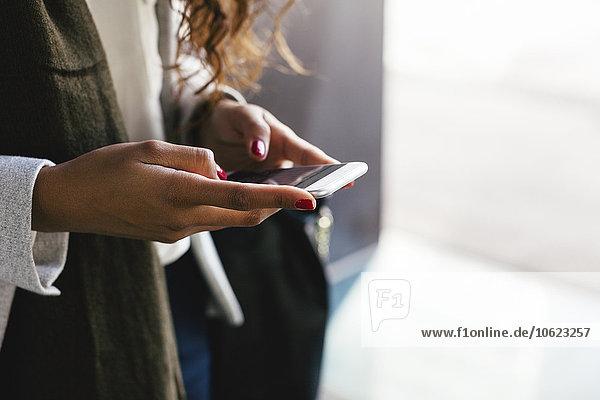 Nahaufnahme von weiblichen Textnachrichten