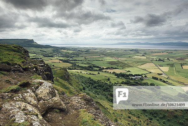 Nordirland  County Derry  Blick vom Aussichtspunkt Gortmore auf die Halbinsel Magilligan zum Lough Foyle