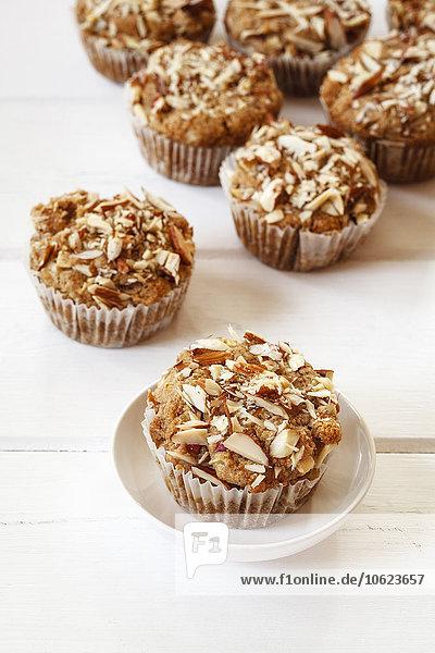 Vollkorn-Apfel-Muffins mit Mandelscheiben