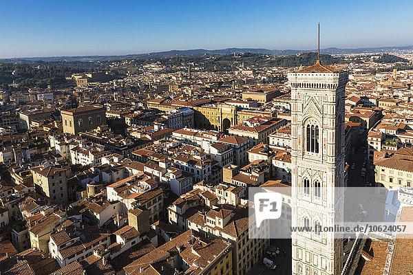 Italien  Toskana  Florenz  Blick auf Piazza della Repubblica mit Arcone  Campanile di Giotto