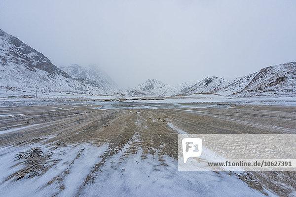 Norwegen  Lofoten  Landschaft im Winter