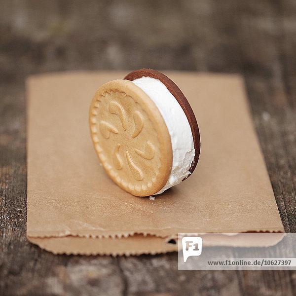 Eisgebäck-Sandwichständer auf Papiertüte