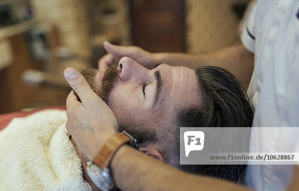 Barbier-Einstellbart eines Kunden