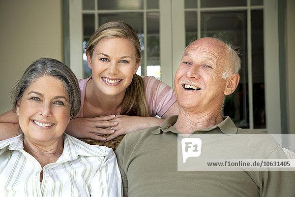 Porträt einer Frau mit ihren Eltern
