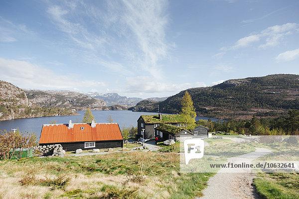 Norwegen  Stavanger  Häuser am See