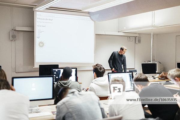 Lehrer Klassenzimmer Student Medien