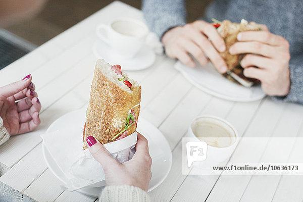 Anschnitt Fotografie Freundschaft halten Cafe Sandwich Tisch Anschnitt,Fotografie,Freundschaft,halten,Cafe,Sandwich,Tisch