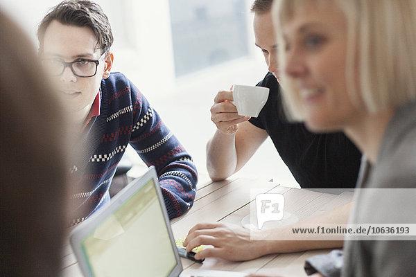 Mensch Diskussion Menschen Cafe Tisch Business