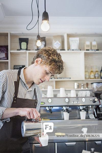 Produktion Laden barista Kaffee Cappuccino