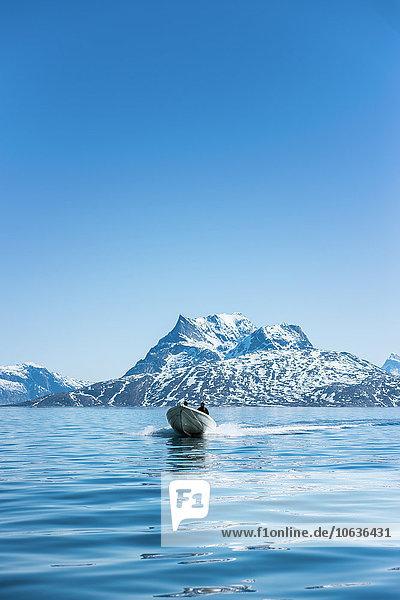 Segeln durchsichtig transparent transparente transparentes Mann Himmel Boot Meer blauer Himmel wolkenloser Himmel wolkenlos blau