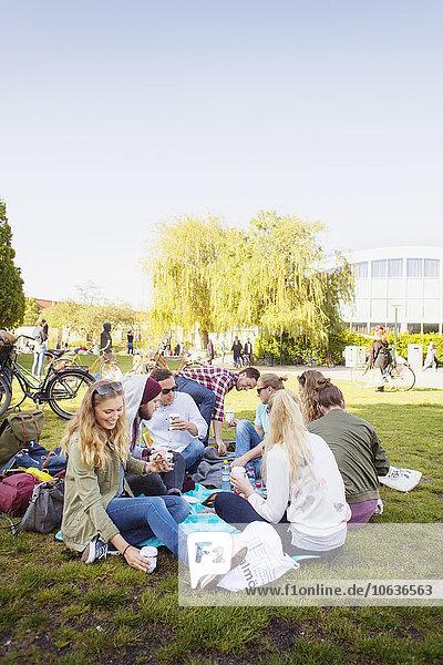 durchsichtig transparent transparente transparentes Fröhlichkeit Freundschaft Picknick Himmel jung