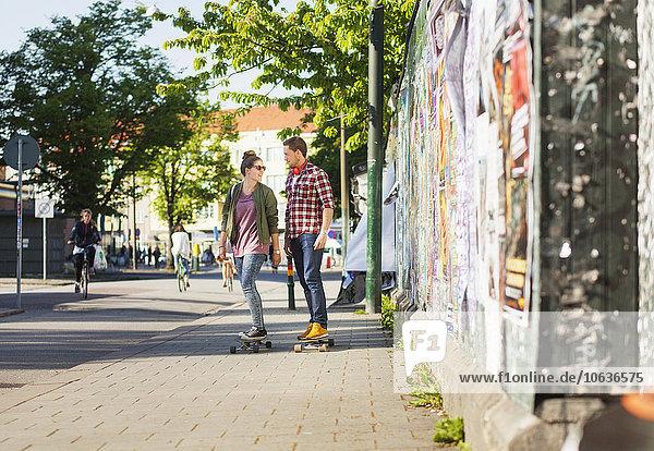 Fröhlichkeit Weg Länge voll Skateboarding Fröhlichkeit,Weg,Länge,voll,Skateboarding