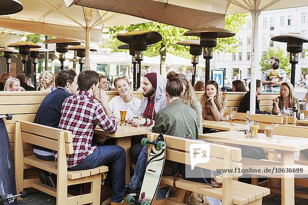 sitzend Fröhlichkeit Freundschaft Weg Cafe sitzend,Fröhlichkeit,Freundschaft,Weg,Cafe