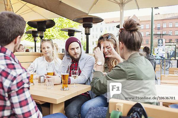 sitzend Frau Freundschaft Weg Produktion Cafe sitzend,Frau,Freundschaft,Weg,Produktion,Cafe