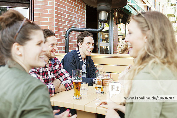Fröhlichkeit Freundschaft Weg Cafe