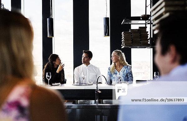 Kommunikation Freundschaft Himmel Restaurant Tisch