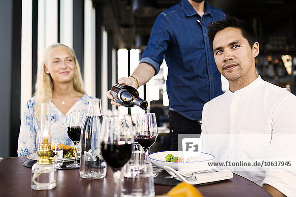 geben Restaurant Rotwein Kunde Barkeeperin