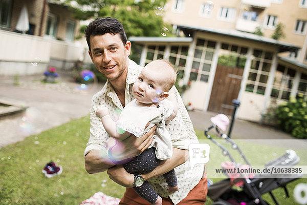 tragen Menschlicher Vater Garten Mädchen Baby