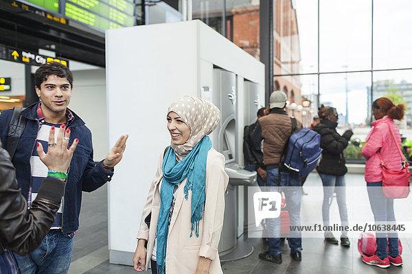 Faxgerät sprechen Freundschaft Fahrschein Zug Haltestelle Haltepunkt Station